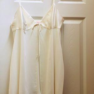 Victoria's Secret Ivory Lingerie SZ Large
